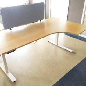 Elektriskt Höj och Sänkbart Hörnskrivbord