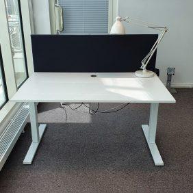 Elektriskt höj-och sänkbart skrivbord ,SA MÖBLER