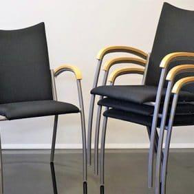 Konferensgrupp med Svarta Stolar