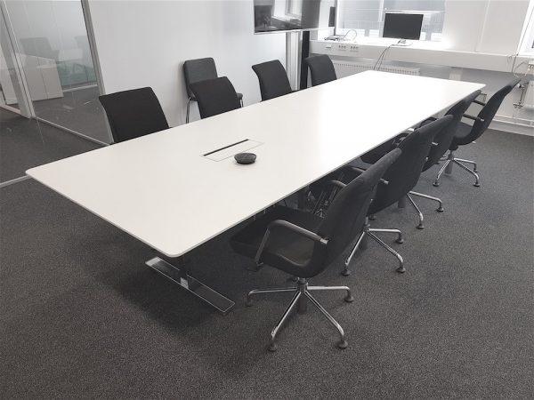 Vitt konferensbord