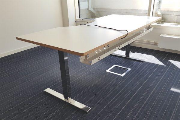 Höj & sänkbart skrivbord ⎜