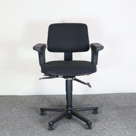 Svart kontorsstol Höganäs framifrån