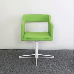 Grön och vit stol Kennedy från Johanson Design