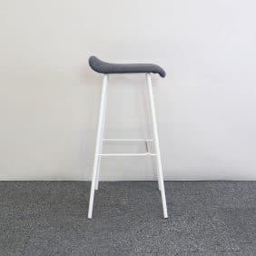 Barpall Feather med grå sits och vita ben av Edsbyn