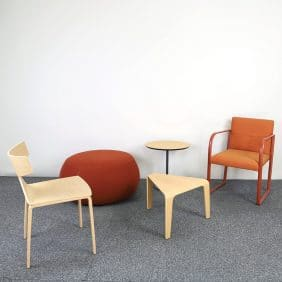 Lounge grupp för kontoret med bl.a ARPER möbler speciellt framtagen av vår inredningsdesigner