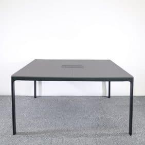 Konferensbord Bekant med svarta ben