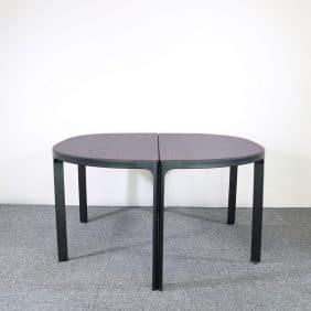 Bordet Bekant från IKEA med svarta ben och ljus bordsskiva