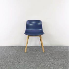 Blå stol från HAY