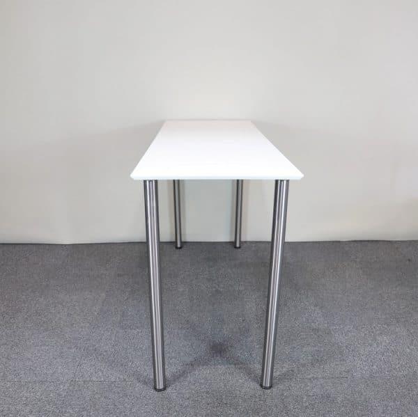 Barbord i vitt med runda ben