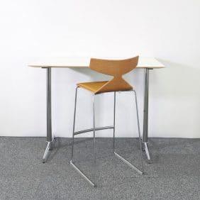 Barbord från Johanson Design med barstolen Saya från Arper