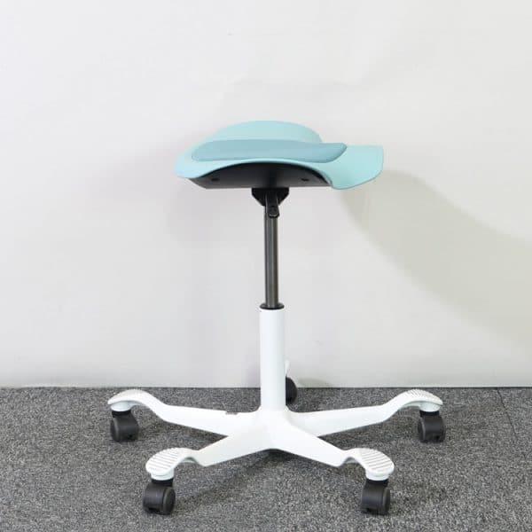 Balans- och sadelstol från HÅG i färgen Sea Green från sidan