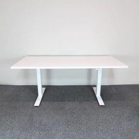 Elektriskt höj- och sänkbart bord i vitt från DPJ Workspace