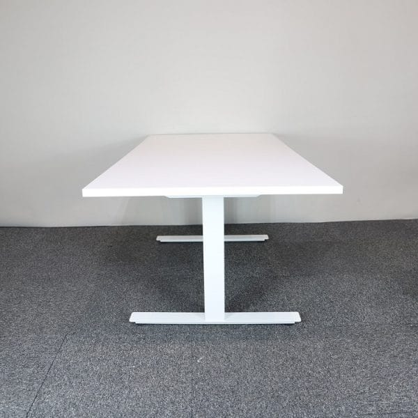 Elektriskt höj- och sänkbart bord i vitt från Ragnars
