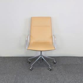 Skrivbordsstol från Arper i läder