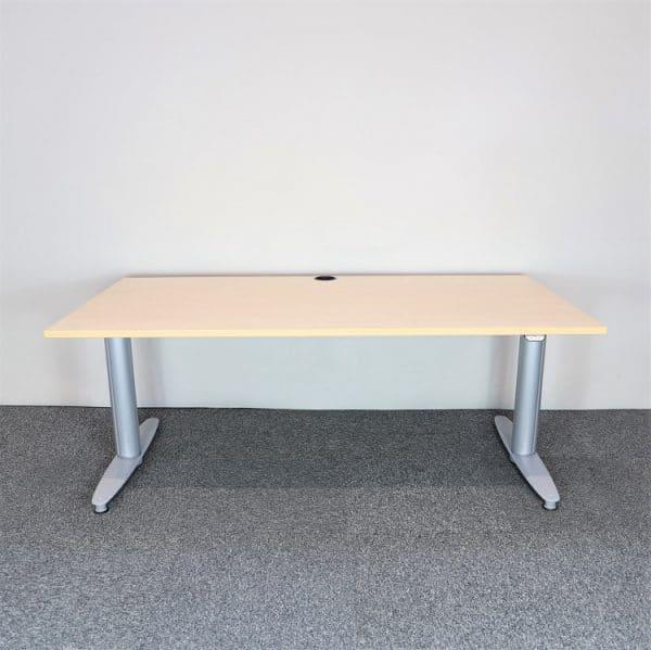 Elektriskt höj- och sänkbart skrivbord från Kinnarps