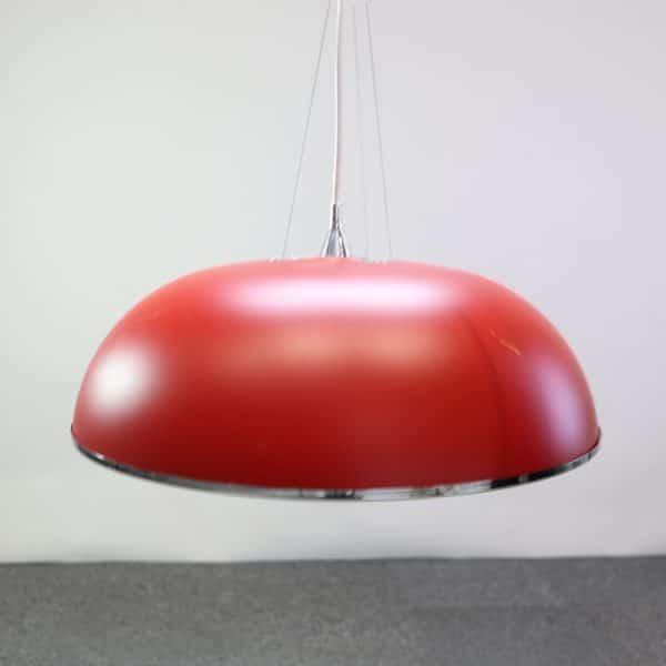 röd taklampa från ateljé Lyktan