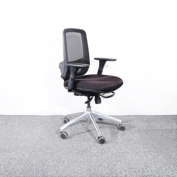 Kontorsstol Vitra i svart med snurrstativ