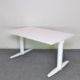 elektriskt höj och sänkbart skrivbord i vitt från Kinnarps