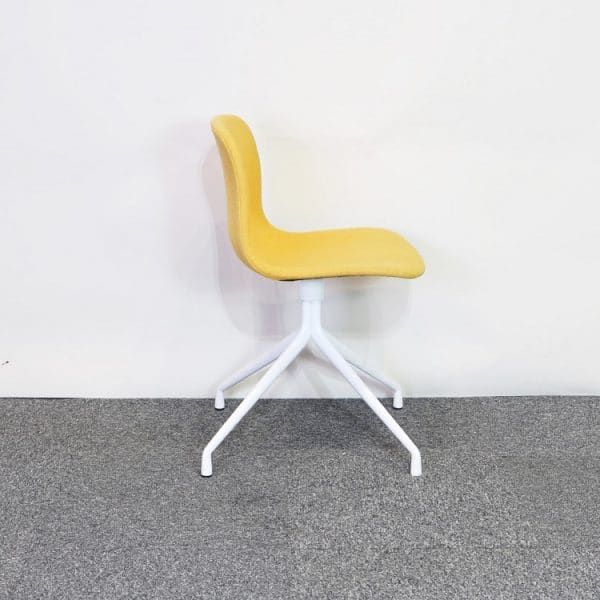 Konferensstol AAC About a Chair HAY gul